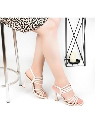 Pandora Mı033 5 Cm Topuklu Günlük Sandalet Krem